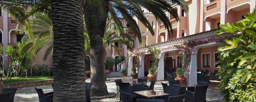 Cala-Ginepro-Hotel-Resort-particolare-giardino-Orosei