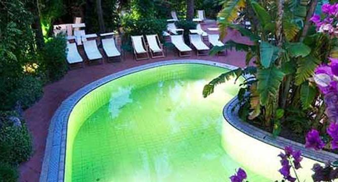 Hotel-La-Villarosa-Piscina-Ischia-Porto