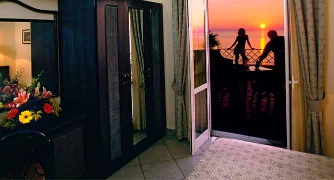 Sorriso-Thermae-&-Resort-Camera-Forio-d-ischia