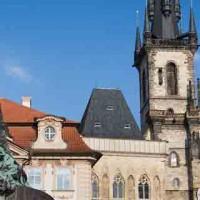 Praga_Statua di Jan Hus e Chiesa di S. Maria di Tyn