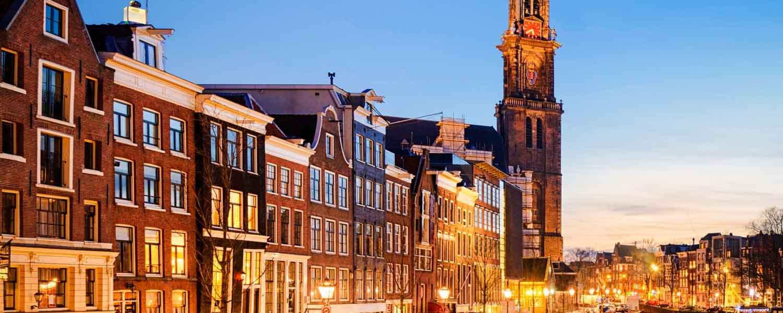 Amsterdam, la smart city riflessa sull'acqua