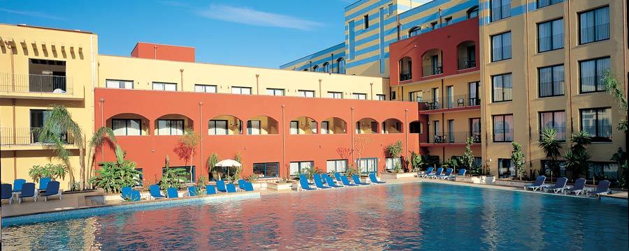Caesar-Palace-facciata-Giardini-Naxos