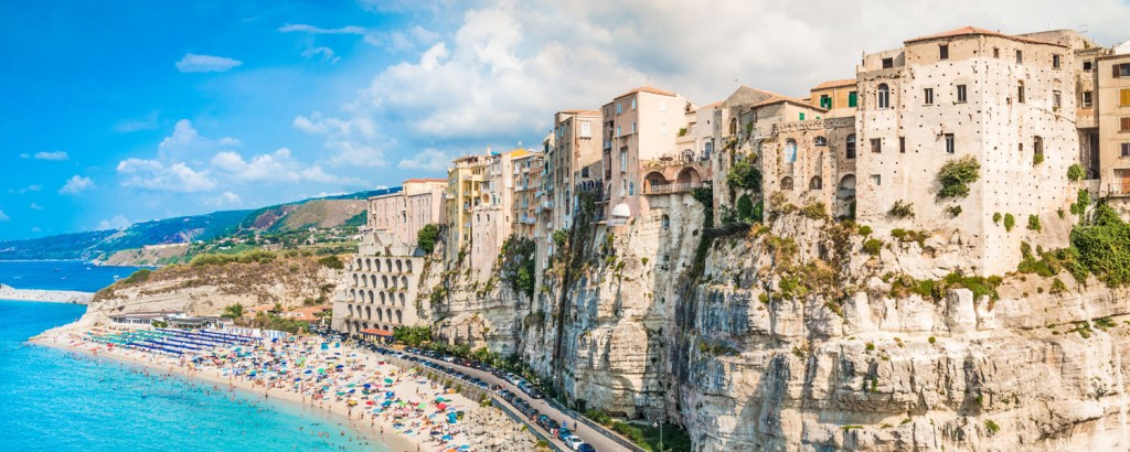 Panorami-dai-colori-accesi-Calabria-e-Isole-Eolie
