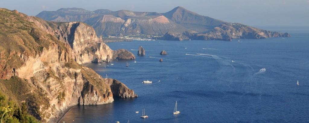Sicilia-e-Isole-Eolie-fra-mari-e-antichi-vulcani