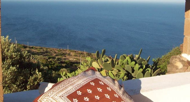 Dammusi-classic-panorama-Pantelleria