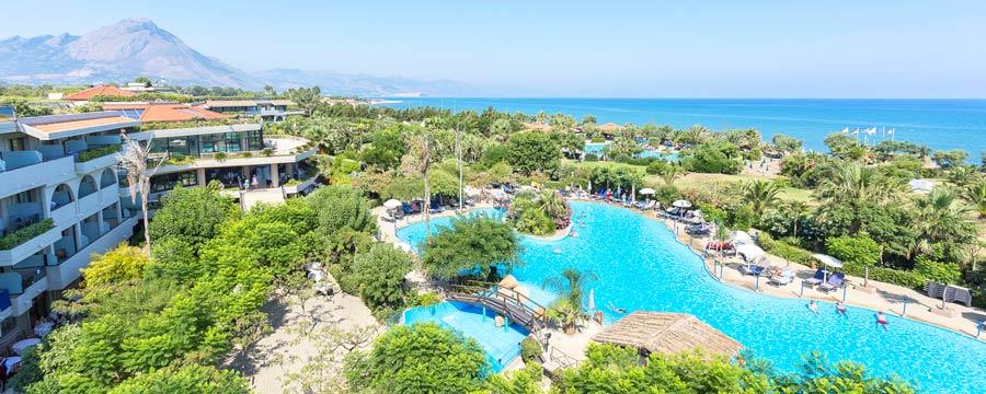 Fiesta-Sicily-Palace_piscine