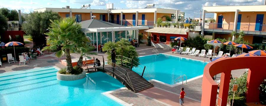Sairon-Village_piscina
