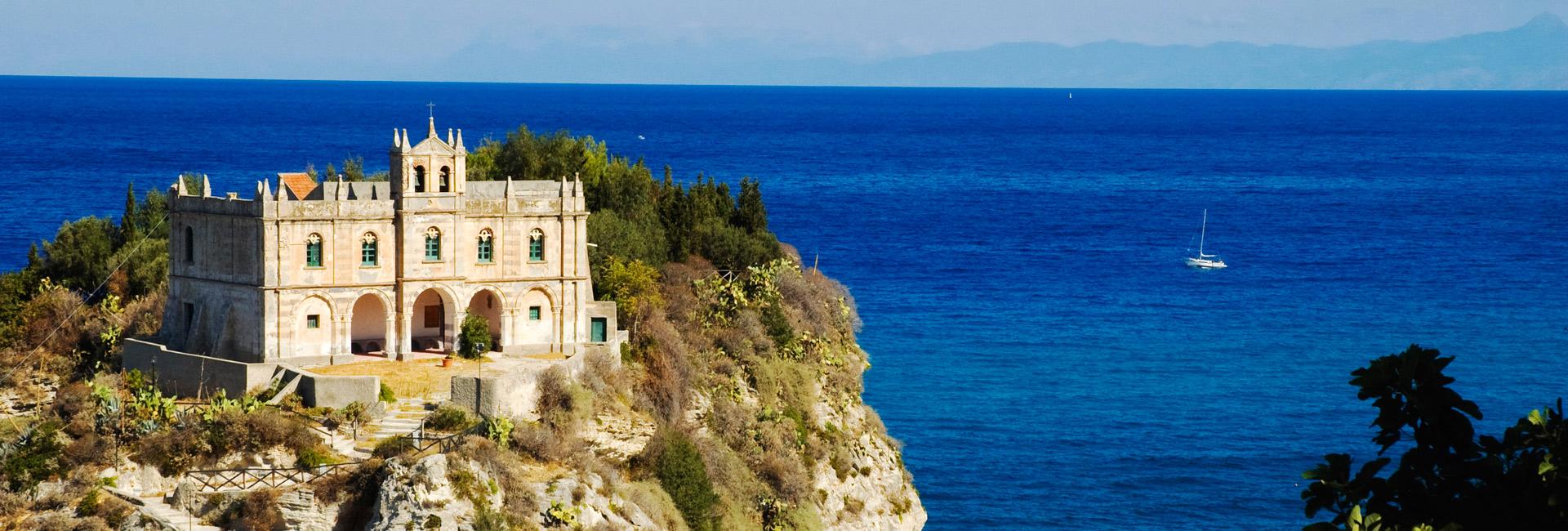 Calabria_Tropea_iStock_000009763395_Large