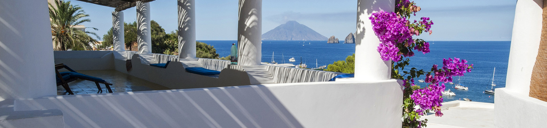 Panarea_vista_Stromboli_Fotolia_82111633_Subscription_Monthly_M_1920x450