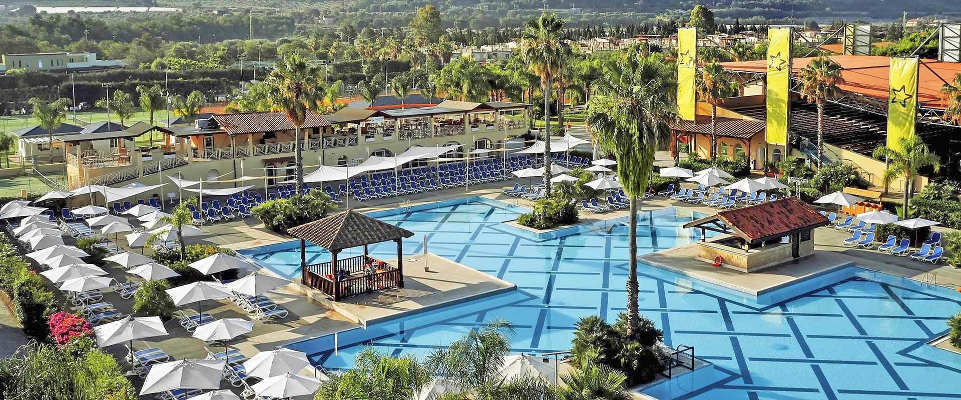 TUI-MAGIC-LIFE-Calabria_piscina_slider